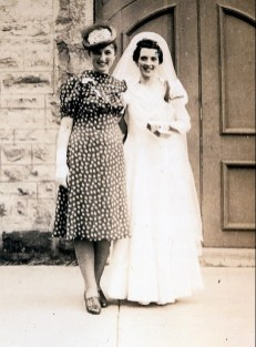 1940, 1er juin, mariage Simone Joly - Henriette de Kinder et Simone Joly