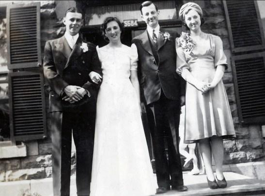 1940, 25 mai - Albert, Henriette, M. Desmarais, Jeanne