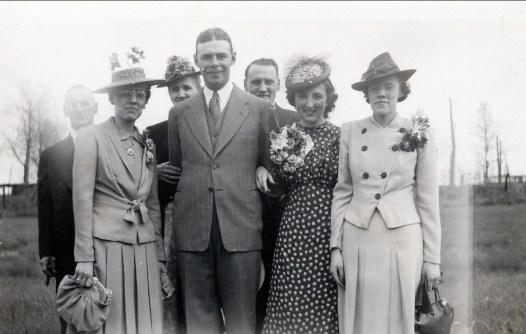 1940, 25 mai - Lauréat, Antoinette et Ida Bergeron, Albert, Ti-Lou, Henriette et Laurette Bergeron