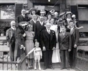 1940, 25 mai - mariage Albert et Henriette Thivierge - Micheal Rochford, 93 ans, grand-père d_Albert au centre