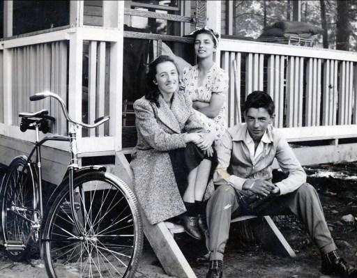 1941, 24 août Jeanne, Gaby et Louis à Ste-Eustache