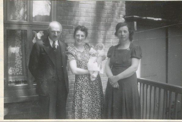1941, FDK, Henriette avec Paulette, Germaine