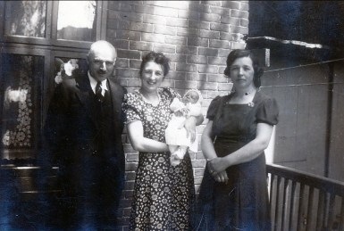 1941, François de Kinder, Henriette avec Paulette, Germaine