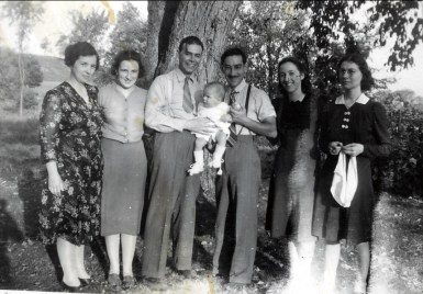1941, Germaine, Henriette, Albert, Paulette, Jean-Paul et Jeanne Naubert et...