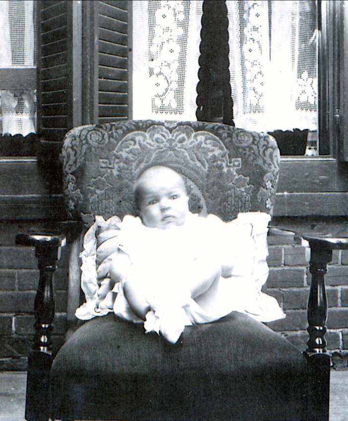 1941, Paulette, balcon rue Clark
