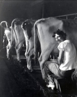 1942, Jeanne à la ferme à St-André (2)
