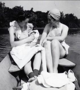 1942, Jeanne Naubert avec Marc et Henriette