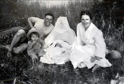 1942, St-André - Paulette, Albert, Marc et Henriette