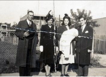 1944, Albert et Henriette Thivierge, Laurette et Johnny Sofio avec Irène (baptême)