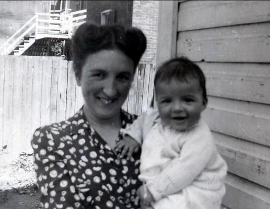 1944, Henriette avec Irène Thivierge