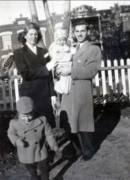 1944, Laurette, Irène, Johnny et Marc - rue des Érables