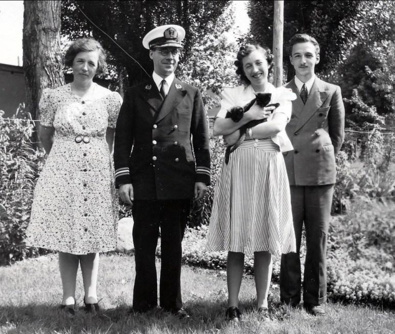 1944, visite du père van Schuylenburg, aumonier de la flotte marchande hollandaise et réfugié