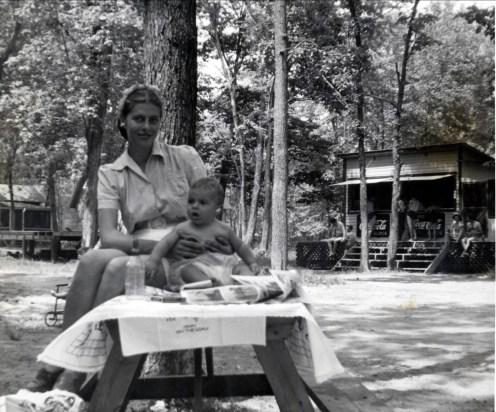 1945, approx Laurette et Jim Sofio