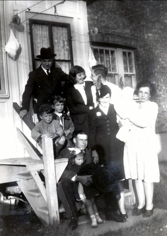 1946, famille Thivierge avec François et Germaine de Kinder, Louis et Ruth