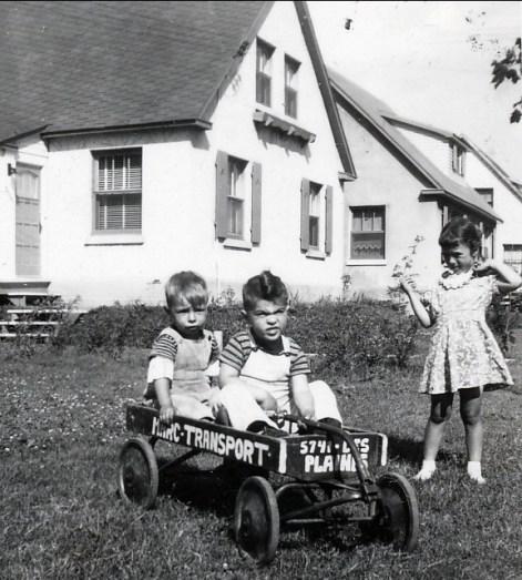 1947, approx Bobby Thivierge, Jimmy Sofio et Irène Thivierge