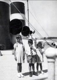 1948, bateau - Paulette, Marc et Irène Thivierge
