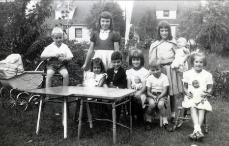 1949, Louis Riopelle, Hélèna et Jimmy Sofio, Paulette derrière, Simone Amyot, Bobby, Irène, Nicole Bayard