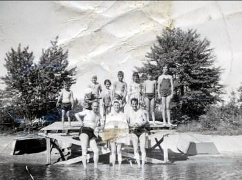 1950, à la plage - Bobby à gauche, Irène, Marc et Paulette à droite