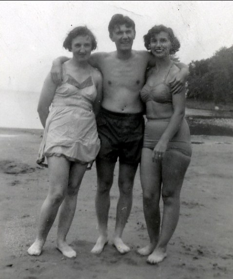 1950 approx Henriette Thivierge, Gérard et Gaby Bessette
