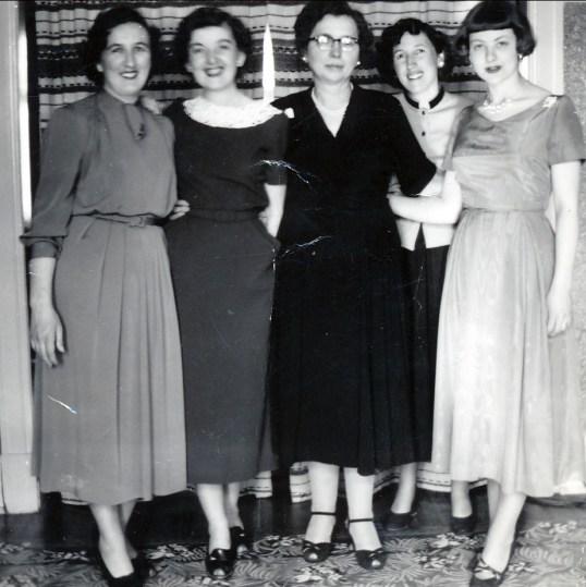 1950 approx Henriette, Ruth, Germaine, Jeanne et Janine