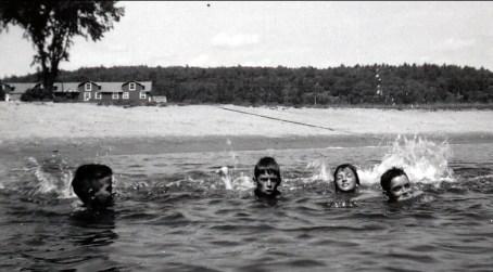 1953, Gilles, Marc, Irène et Claude à Colford_s Lodge