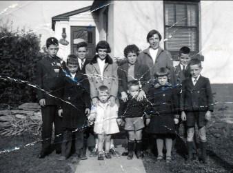 1954, Marc, Bobby, Claude, Irène avec Richard, Monique avec Yvon, Paulette, Suzanne, Gilles et Robert