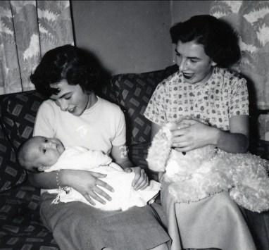 1955, Irène et Paulette avec bébé Claire