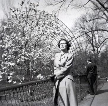 1955, approx, Gaby au Jardin botanique du Bronx