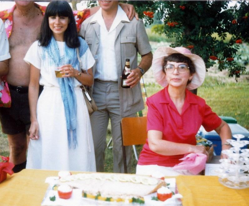 1983, Tina, Gaby et plat à biscuits