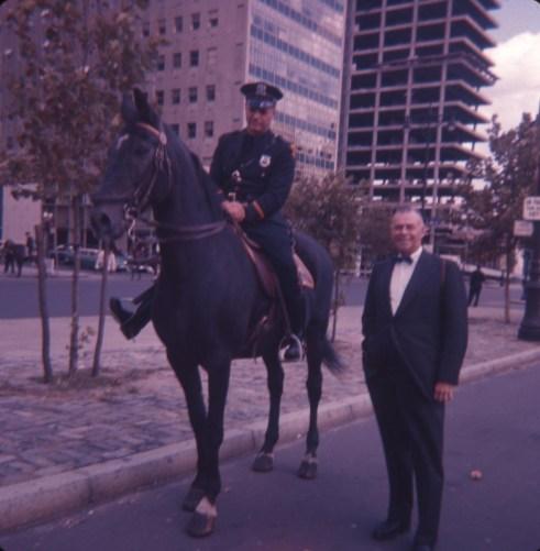 Albert avec policier de New-York