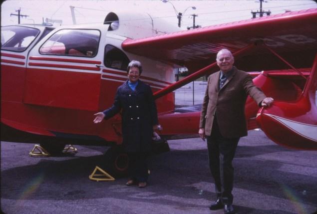Henriette et Albert avec avion de Doug