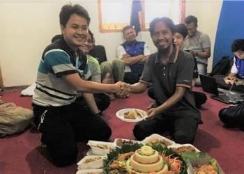Syukuran dan potong tumpeng oleh RTIK Kota Cirebon
