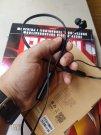 QCY L2 budowa: elastyczny pałąk na szyję i wielkość słuchawek