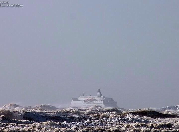 Update: DFDS-Ferry terug in haven na flinke storm