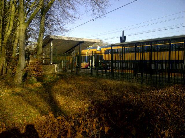 Trein Santpoort-Noord stilgezet voor vermist meisje