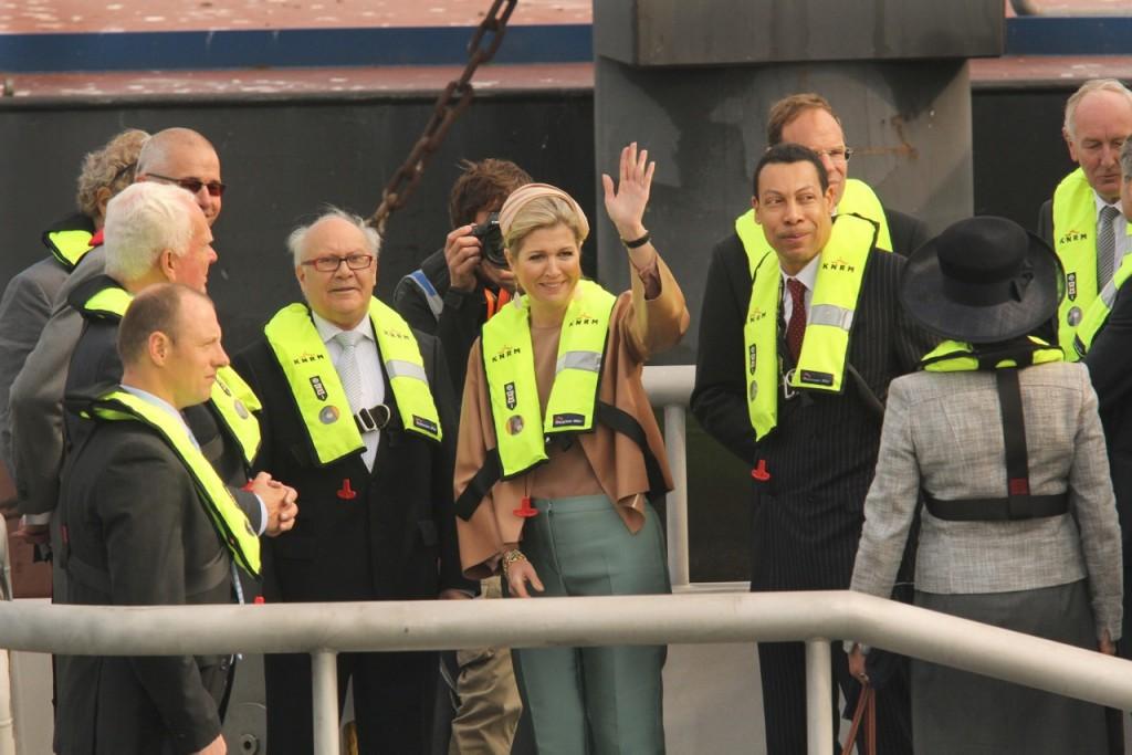 In beeld: Koningin Máxima doopt reddingboot IJmuiden