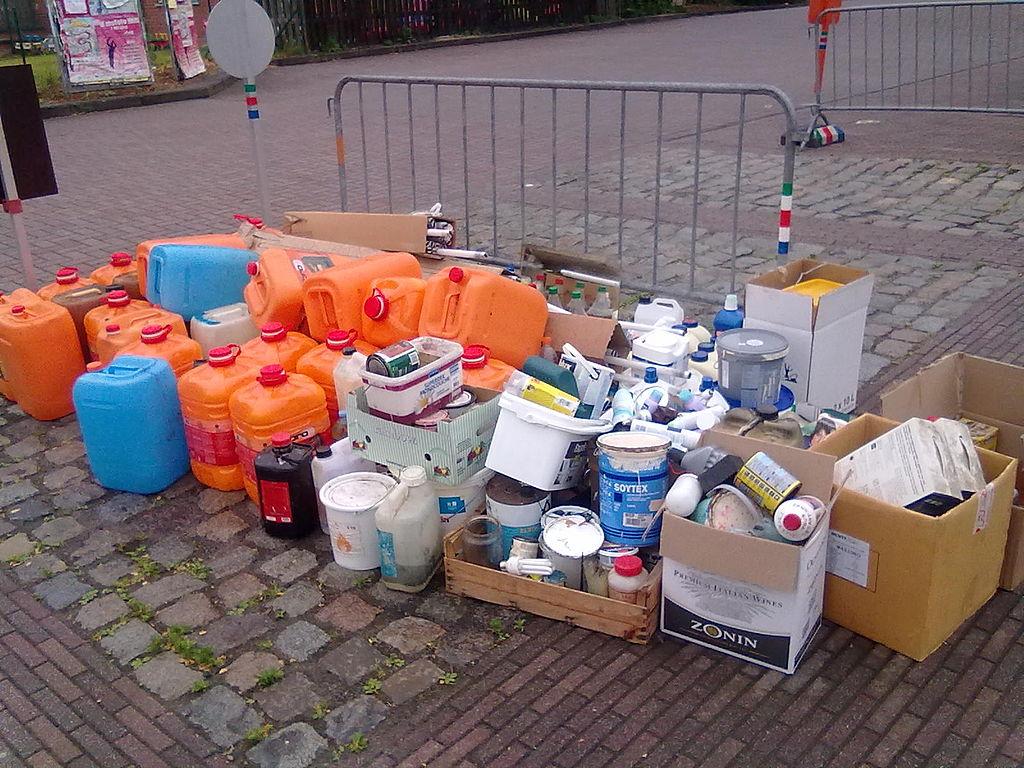 Alleen in IJmuiden: dineren naast afval