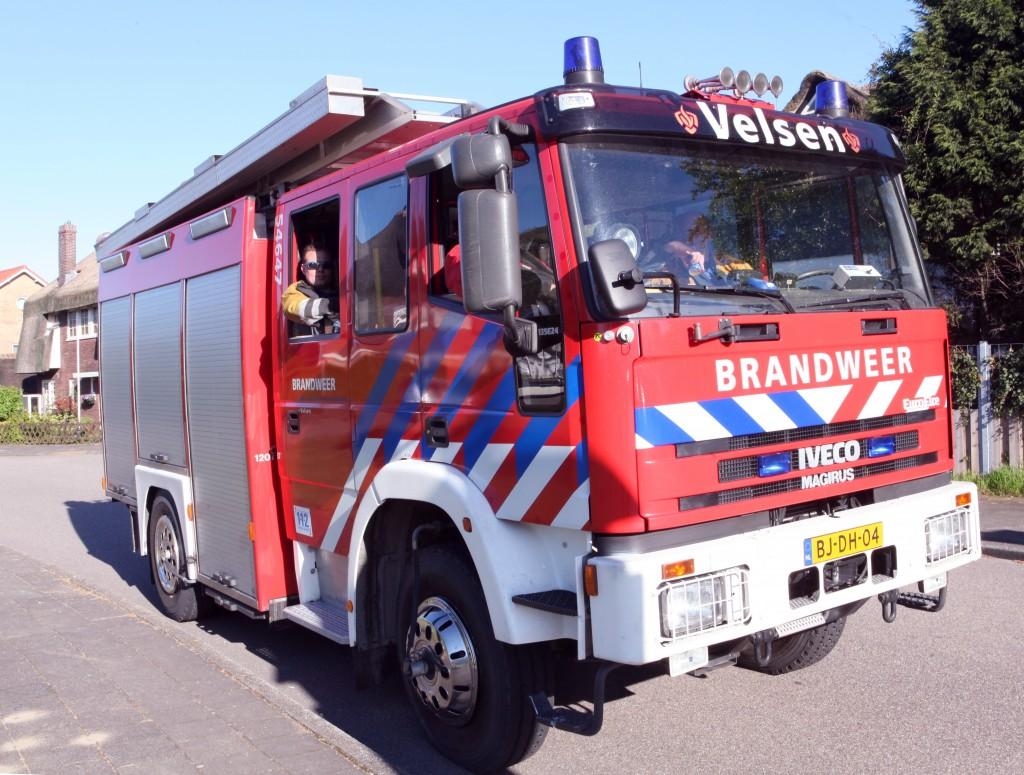 Schutting brandt af in Velsen-Zuid