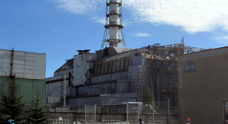 Tata-dochter bouwt kap voor Tsjernobyl