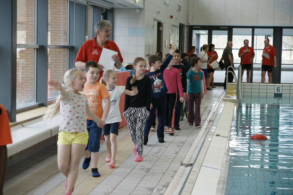 WVIJ deelt 36 zwemdiploma's uit