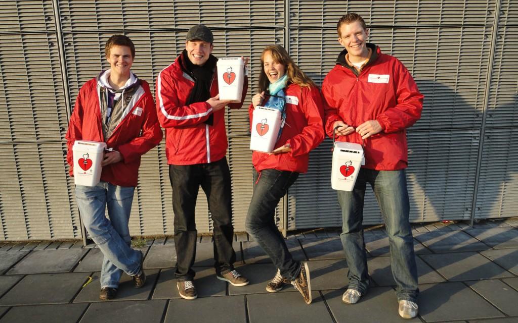 17 collectanten langs de deur in Velsen
