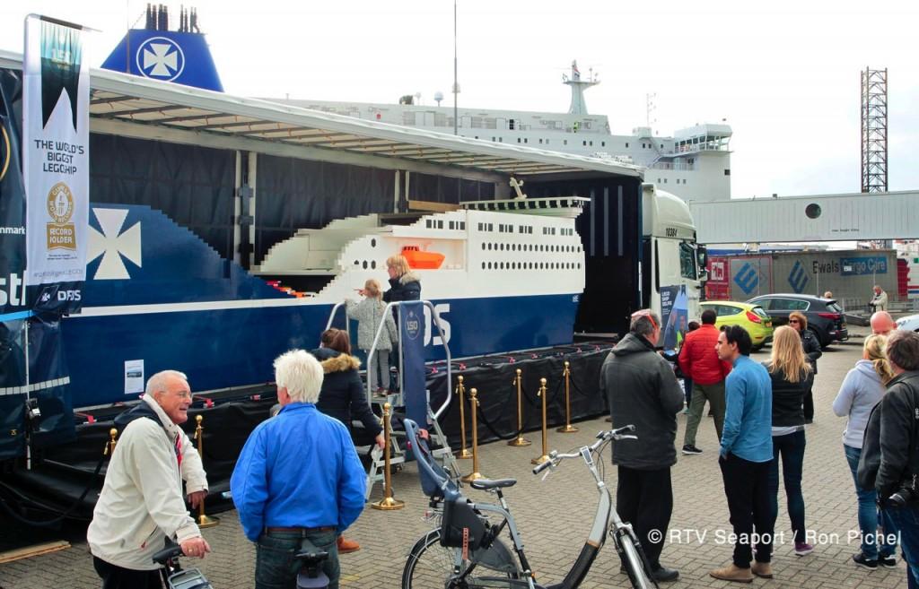 Grootste Lego-schip in IJmuiden