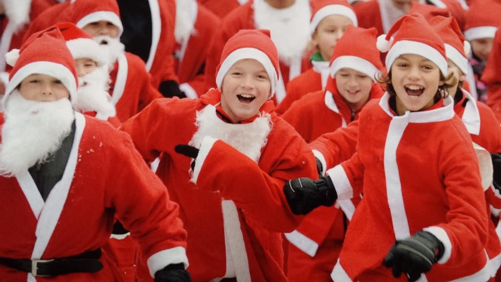 Lopen in kerstmannenpak!