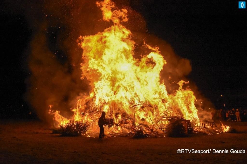 kerstbomen-verbranding-ijmuiden-11