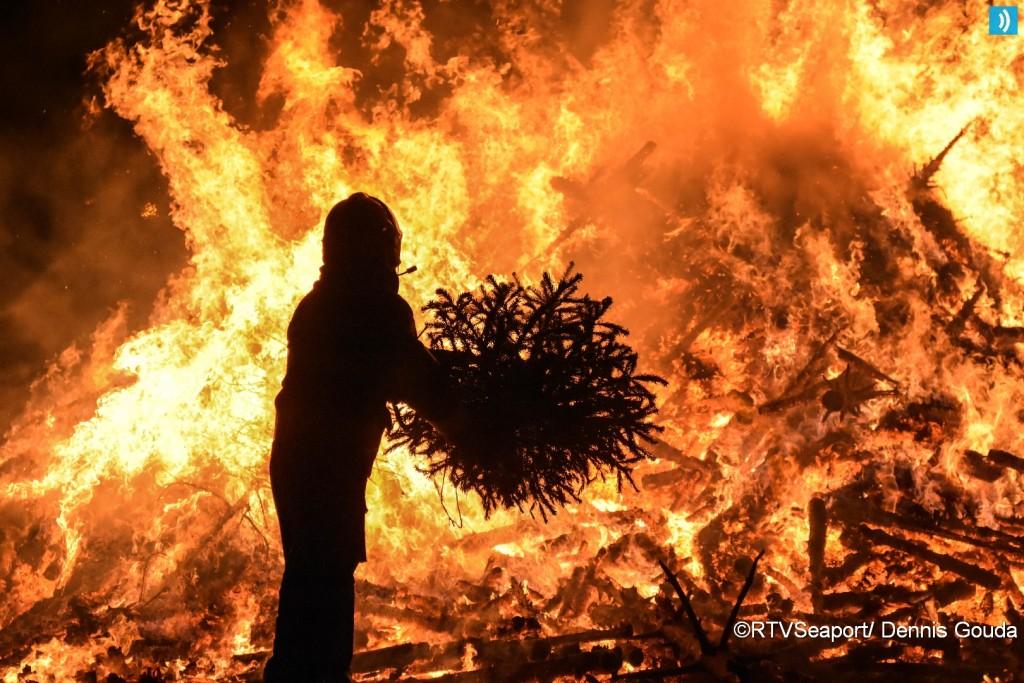 Traditionele kerstboomverbranding