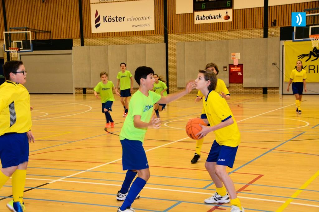 4 teams naar halve finale Schoolbasketbaltoernooi
