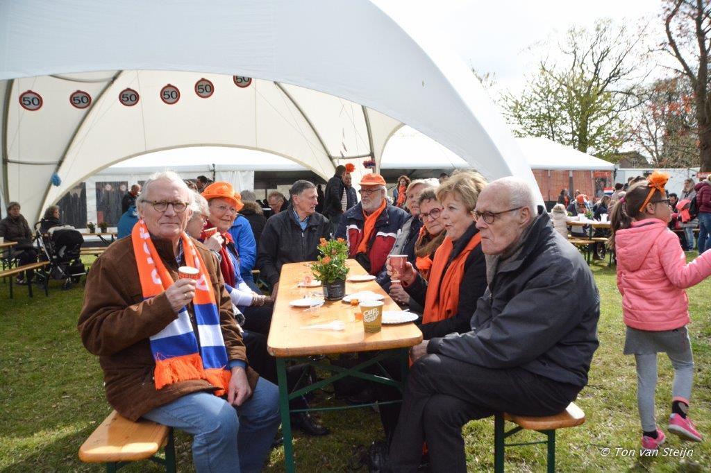 27-04-2017 Koningsdag santpoort (Ton) (16)