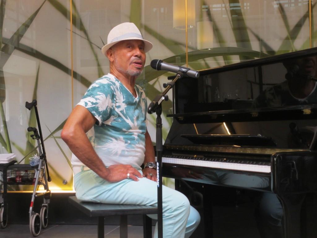 Oprichter 'The Platters' Gaynel Hodge in uitzending RTV Seaport