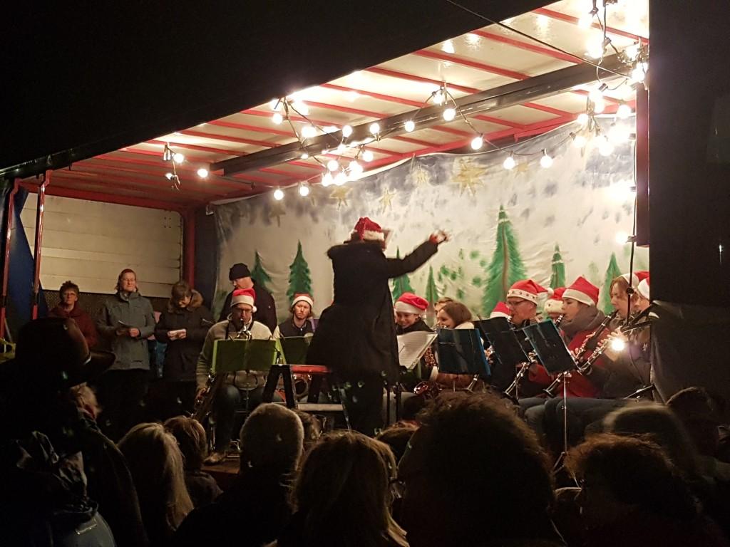 Santpoort luidt kerst in met samenzang