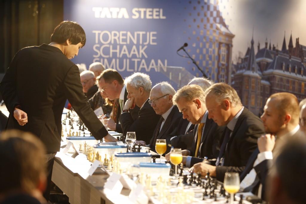 Oud-wereldkampioen schaken Anand daagt Haagse politiek uit